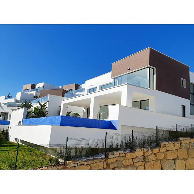 🌡☀️ . . .  #investment #здесь #вилла #роскошный  #costadelsol #lyxartiklar #Architecture #TGIF #bosshomes #CostaDelGolf #propertiesforsale #luxuryhomes #luxurylifestyle # #hotproperties #bosshomes #пляж #infinitypool #Design #ContemporaryVillas #mijas #Marbella #Benalmadena #Sotogrande #Estepona  #bossluxury #puertobanus #winter #March #Wednesday