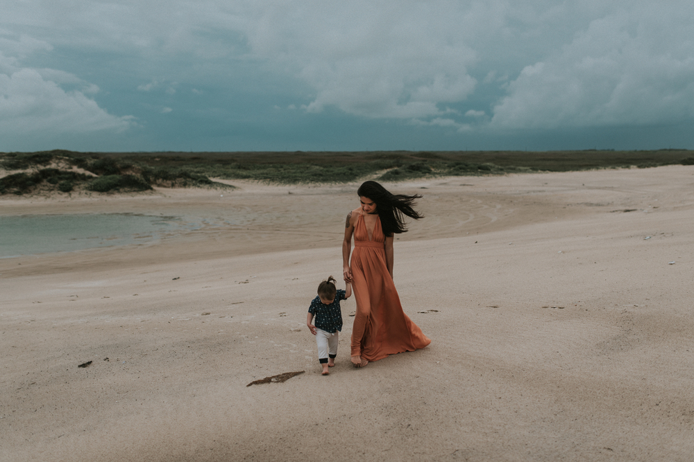corpus-christi-motherhood-photographer-momma-and-me-session-on-padre-island