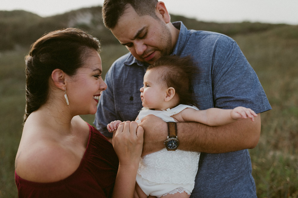 storytelling-sunset-family-session-padre-island-beach-kerlyn-van-gelder-corpus-christi-texas-photographer