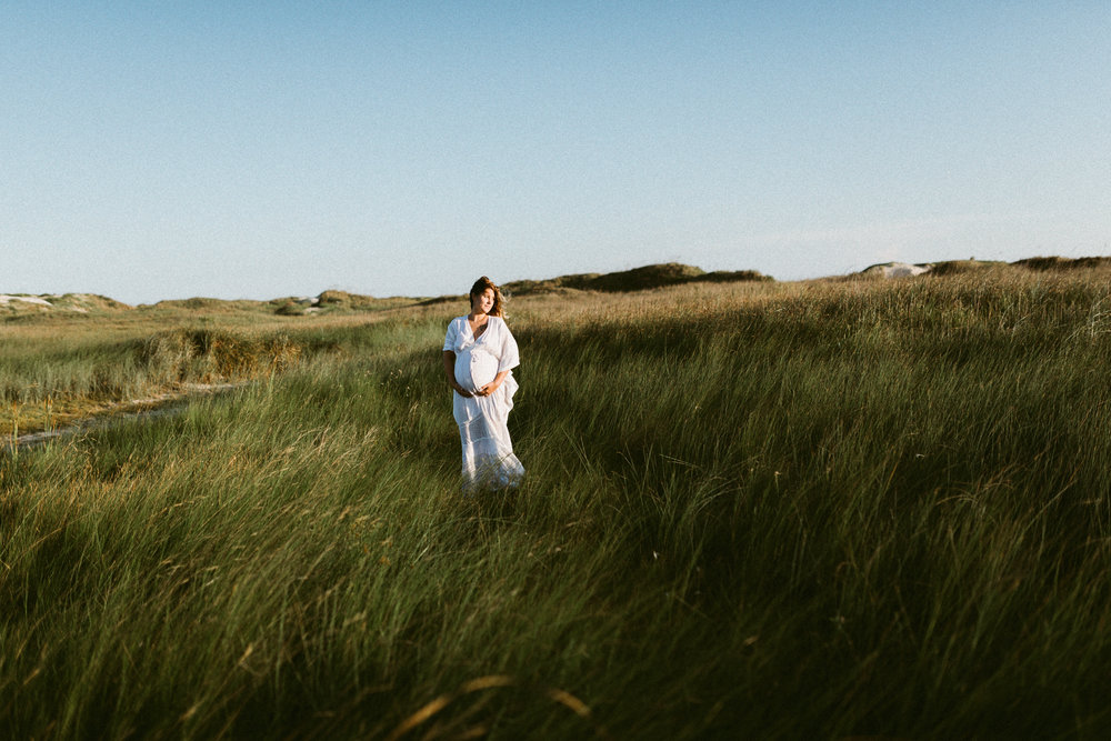 intimate motherhood maternity session corpus christi photographer kerlyn van gelder photography lifestyle