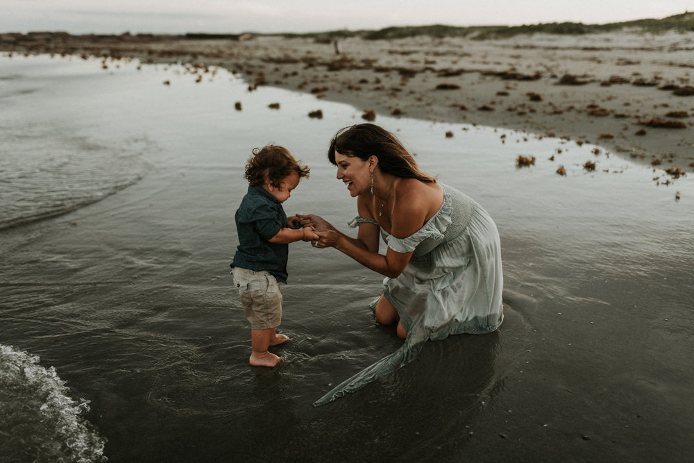 golden-sunset-motherhood-maternity-beach-session-jetties-Kerlyn-Van-Gelder-Photography-Corpus-Christi-Photographer