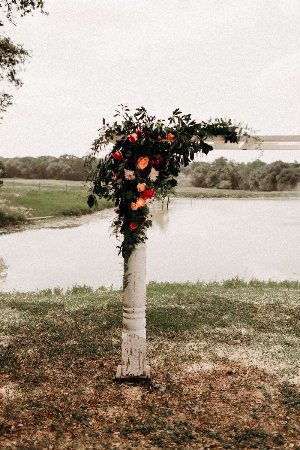 cottages-on-mill-creek-bohemian-floral-greenery-lakeside-intimate-houston-wedding-kerlyn-van-gelder-photography-wedding-photographer