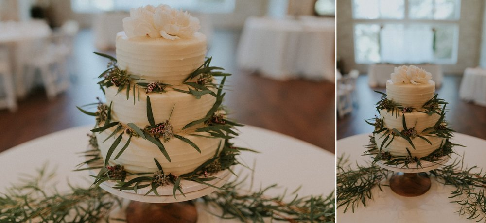 Intimate-Cathedral-Oaks-Wedding-White-Floral-Cake-Kerlyn-Van-Gelder-Photography-Austin-Wedding-Photographer