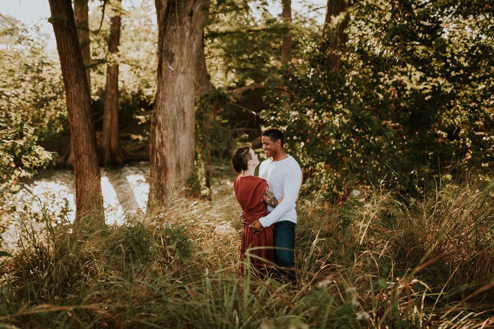 sunrise-sparkling-river-golden-fall-family-session-san-antonio-photographer-kerlyn-van-gelder-photography