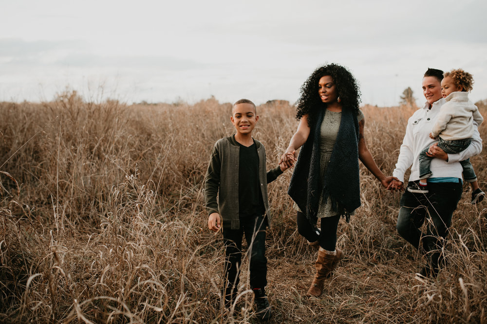 tall-grassy-sunset-fall-family-session-at-cibolo-nature-center-san-antonio-photographer
