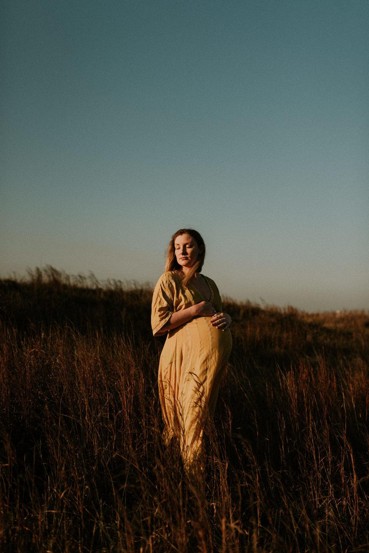 sunny-sunset-grassy-intimate-boho-maternity-session-kerlyn-van-gelder-photography-corpus-christi-photographer