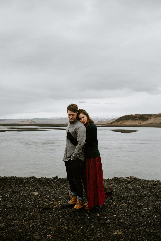 adventurous-emotive-intimate-rainy-couples-session-black-sand-beach-seljalandfoss-waterfall-iceland-destination-wedding-photographer-iceland-elopement-kerlyn-van-gelder-photography