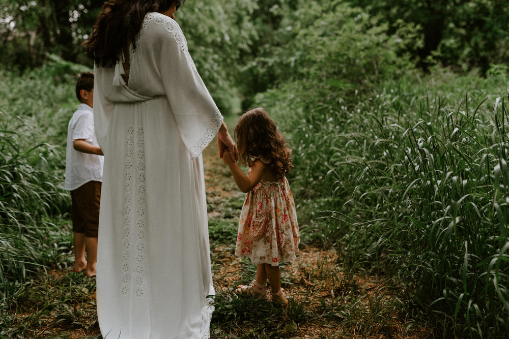 bohemian-forest-trail-fillyboo-maternity-session-goliad-state-park-texas-photographer-kerlyn-van-gelder-photography
