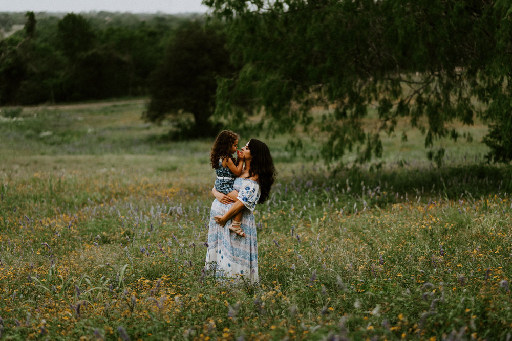 bohemian-forest-trail-wildflower-fields-bluebonnets-fillyboo-maternity-session-goliad-state-park-texas-photographer-kerlyn-van-gelder-photography