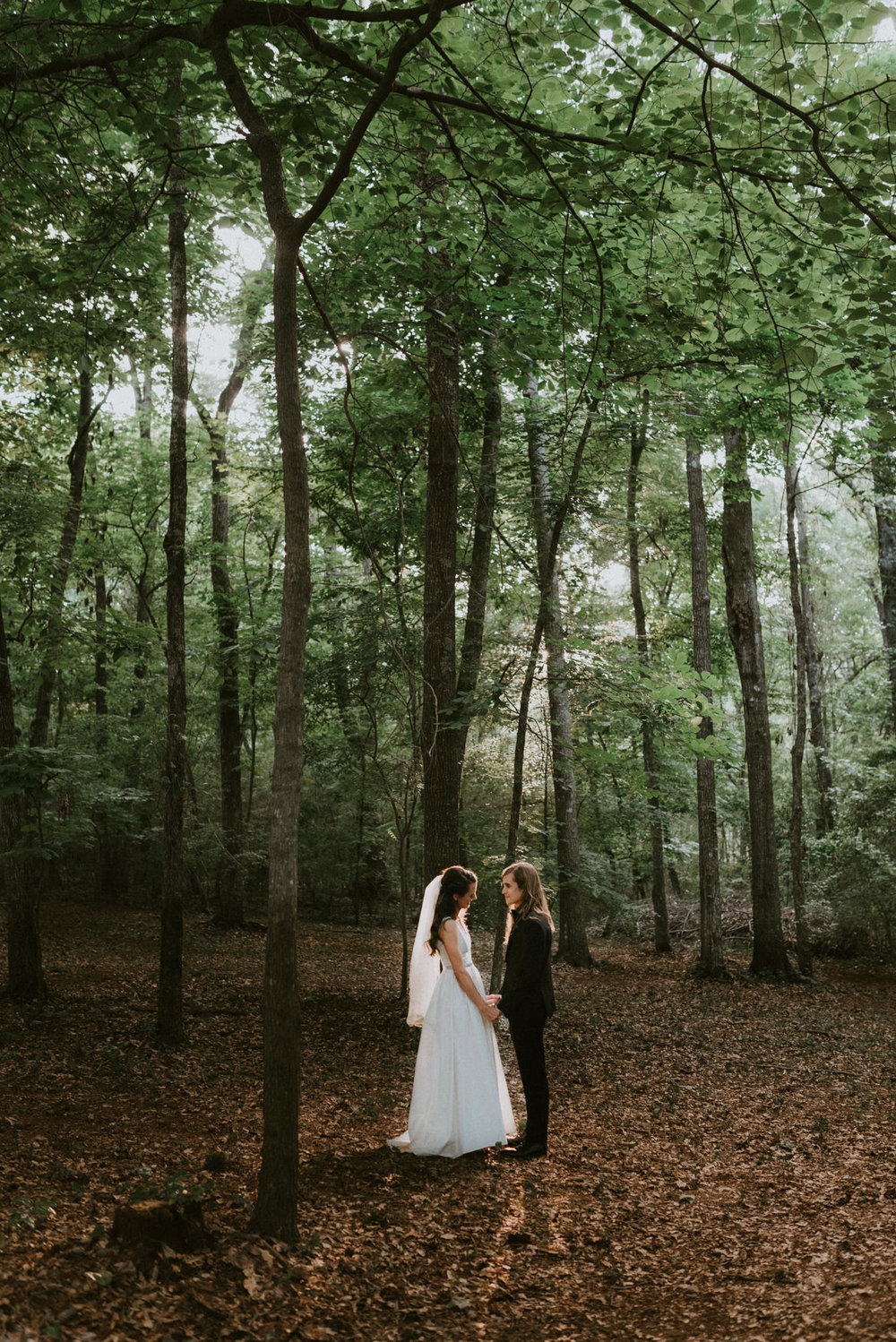 intimate-small-backyard-forest-wedding-nacogdoches-houston-wedding-photographer-kerlyn-van-gelder-photography