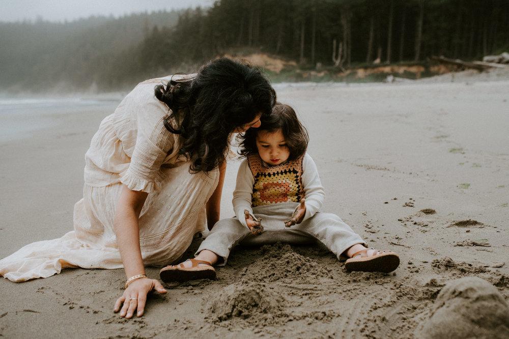 adventurous-family-session-oregon-coast-portland-photographer-kerlyn-van-gelder-photography
