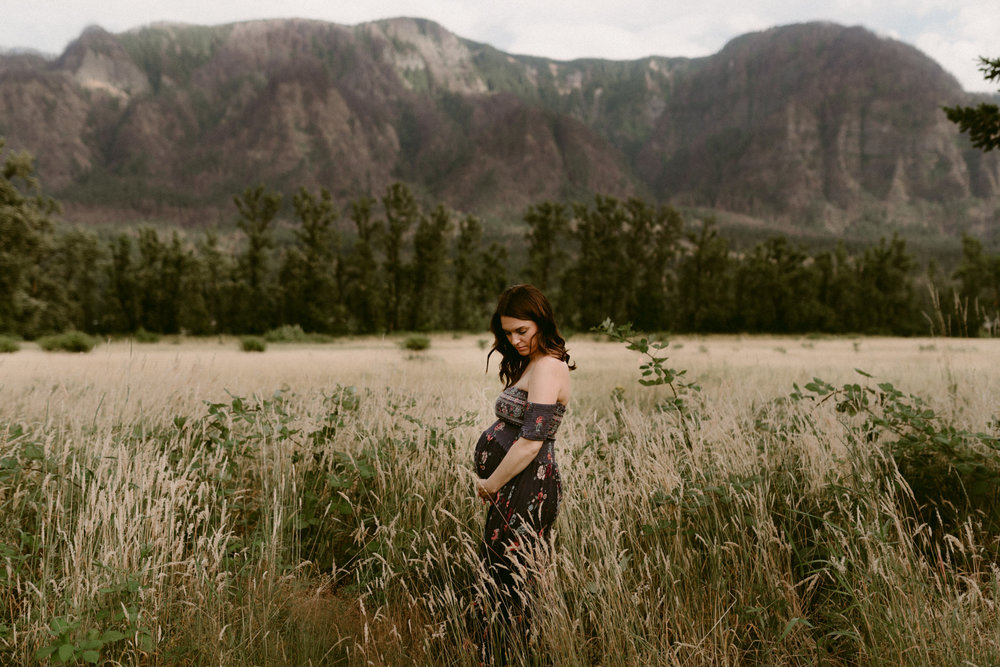 emotive-family-maternity-session-beacon-rock-state-park-portand-photographer-kerlyn-van-gelder-photography