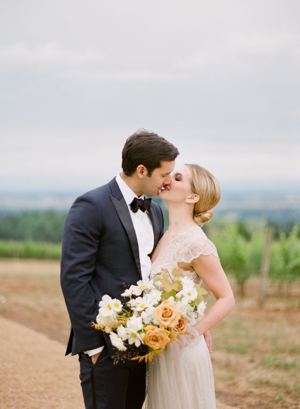 Carlos-Hernandez-Photography-Black-Walnut-Inn-Vineyard-Wedding-Inspiration-Dundee-Oregon-151.jpg
