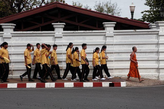 6 cStaudents Walking Towrd Palace.jpg