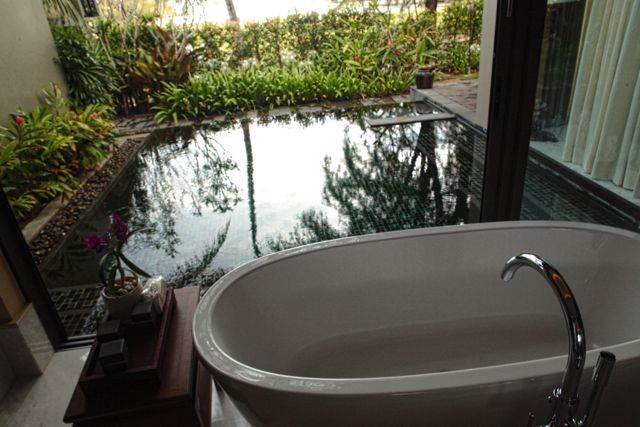Bath Tub and Walk In Pool Anantara Phuket.jpg
