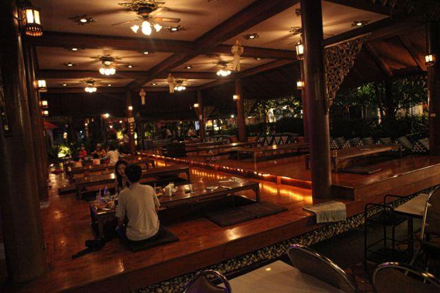 Kantoke Restaurant Chaing Mai 2.jpg