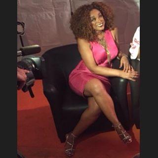 """A """"gente"""" de pink em uma entrevista em Brasília..."""