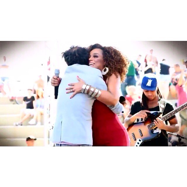 Um abraço bom... Aqui com Casxtroooo , meu amigo queridão @maxdecastrooficial ... Um domingo cheio de abraços como esse pra vcs! Boa tarde ❤️️