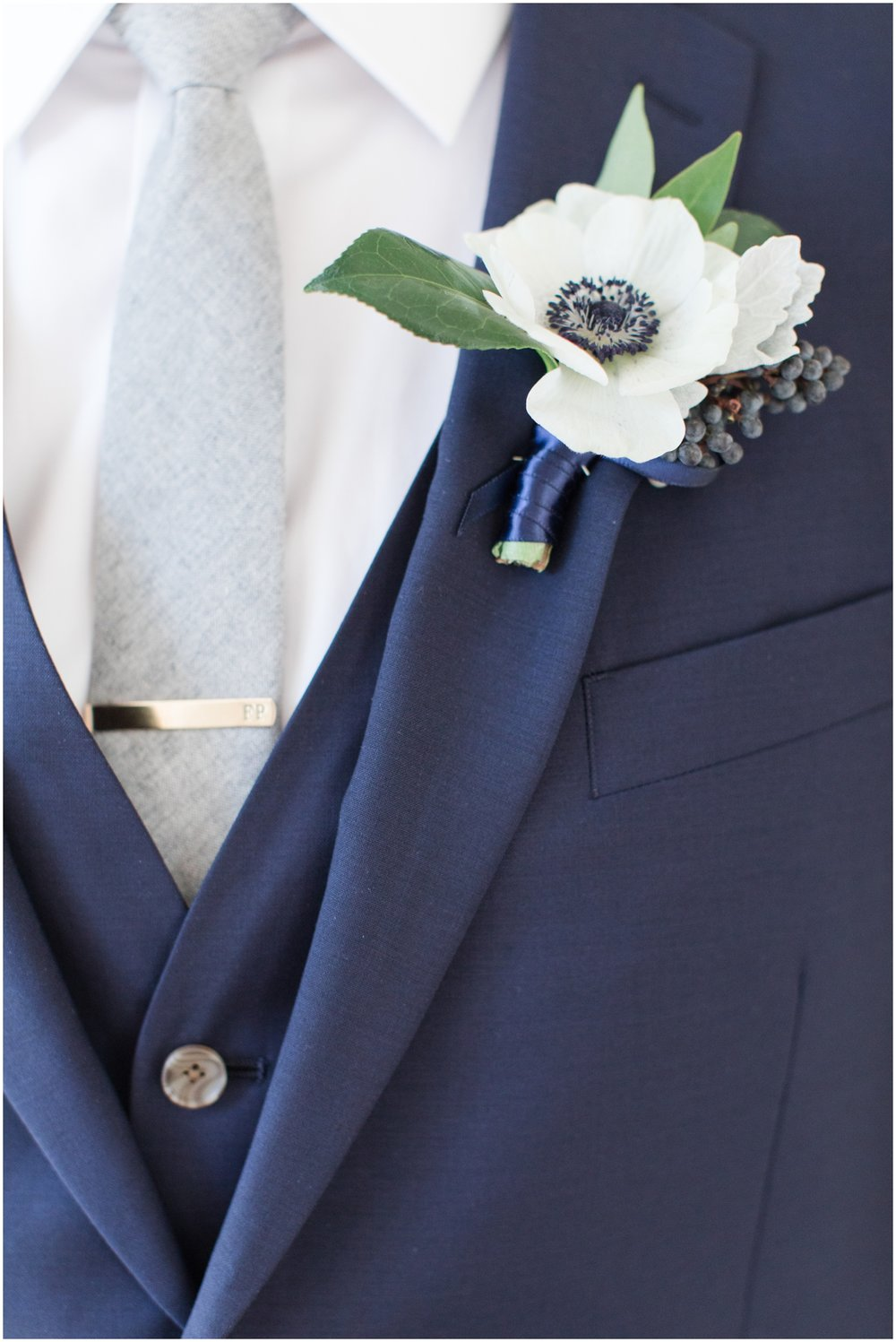 groom's boutenniere