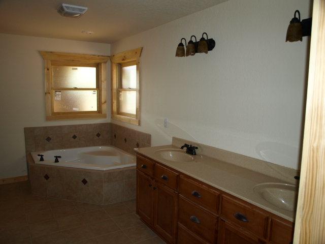 8 Int-Bath1.jpg