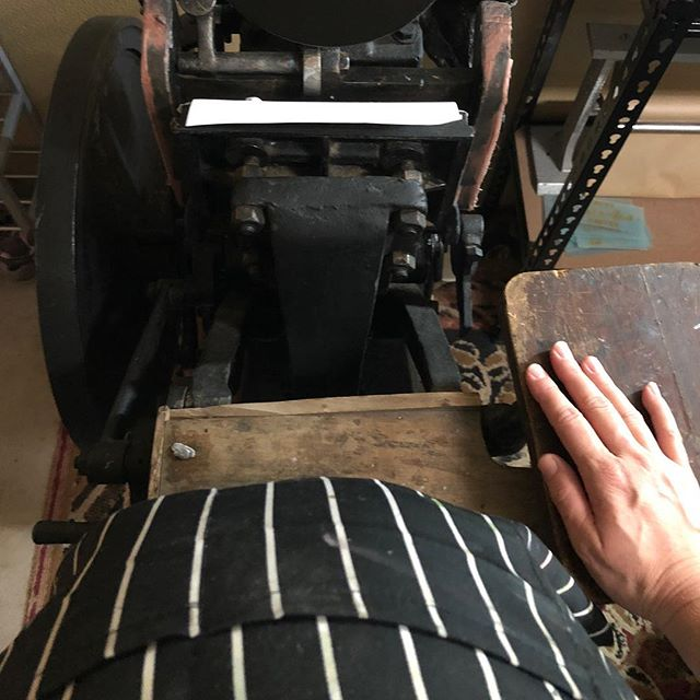 Oh my goodness, I can't believe I'm still able to print....35 weeks pregnant! Promise I'm stopping soon.... #letterpress #printingpress #pregnant #35weekspregnant
