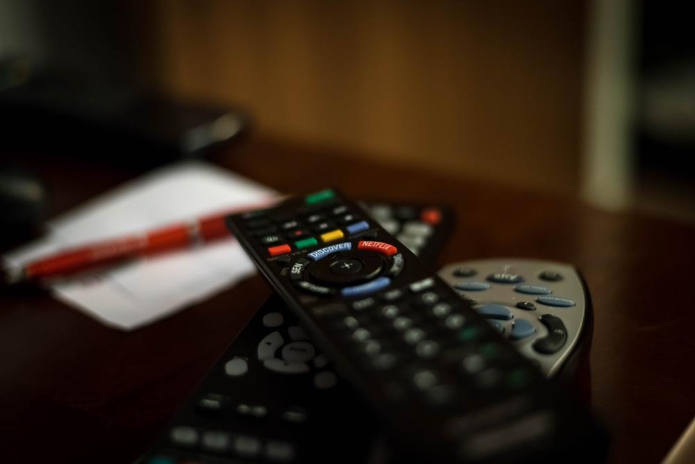 remote-control-932273.jpg
