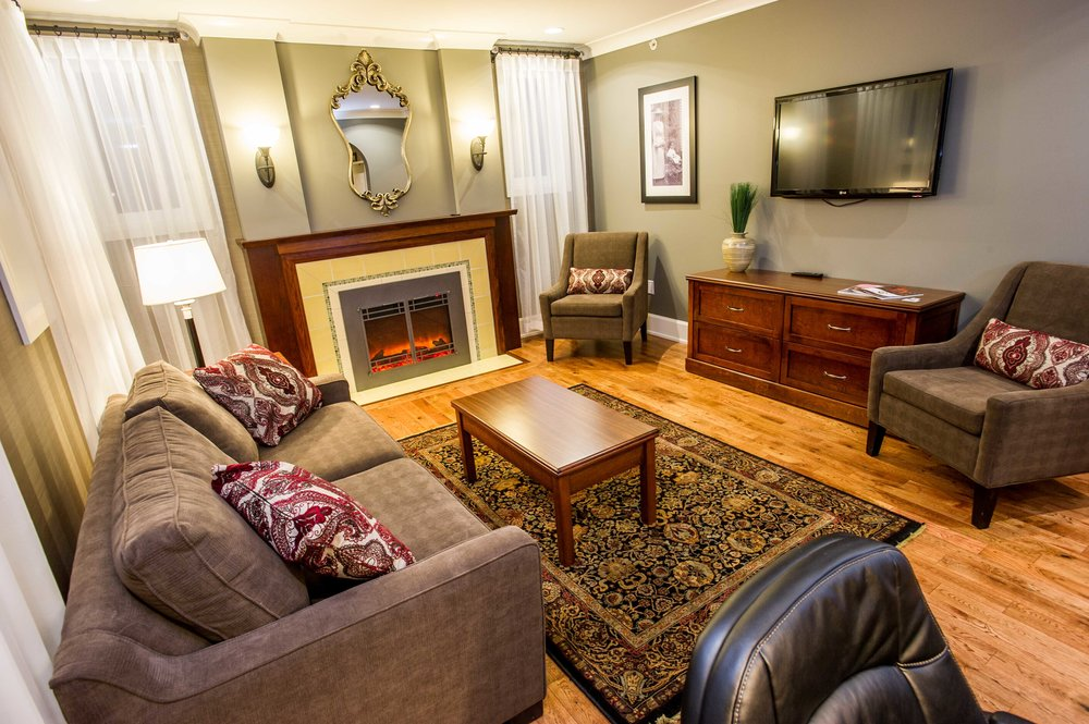 Suite at Hume Hotel - courtesy of Hume Hotel