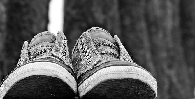 sneakers-2679804__340.jpg