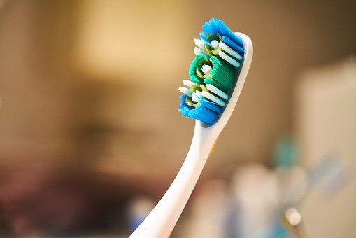 toothbrush-2729248__340.jpg