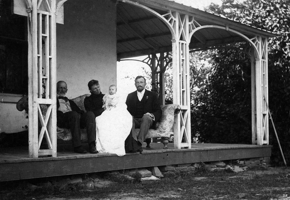 July 23,1899  L-R Sir Melville Parker, Mary Elizabeth May Gordon, Muriel May Gordon, Andrew Gordon - at Clair House.JPG