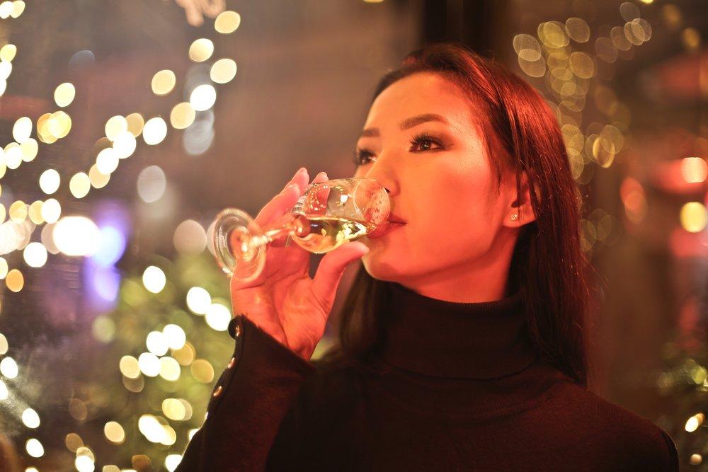 alcohol-bokeh-champagne-858475.jpg