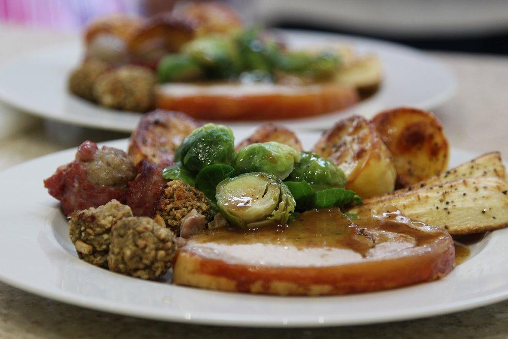christmas-dinner-3846972_1920.jpg
