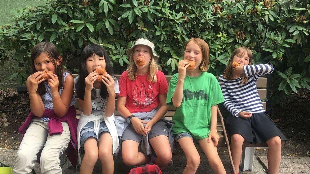 girls-donuts.jpg