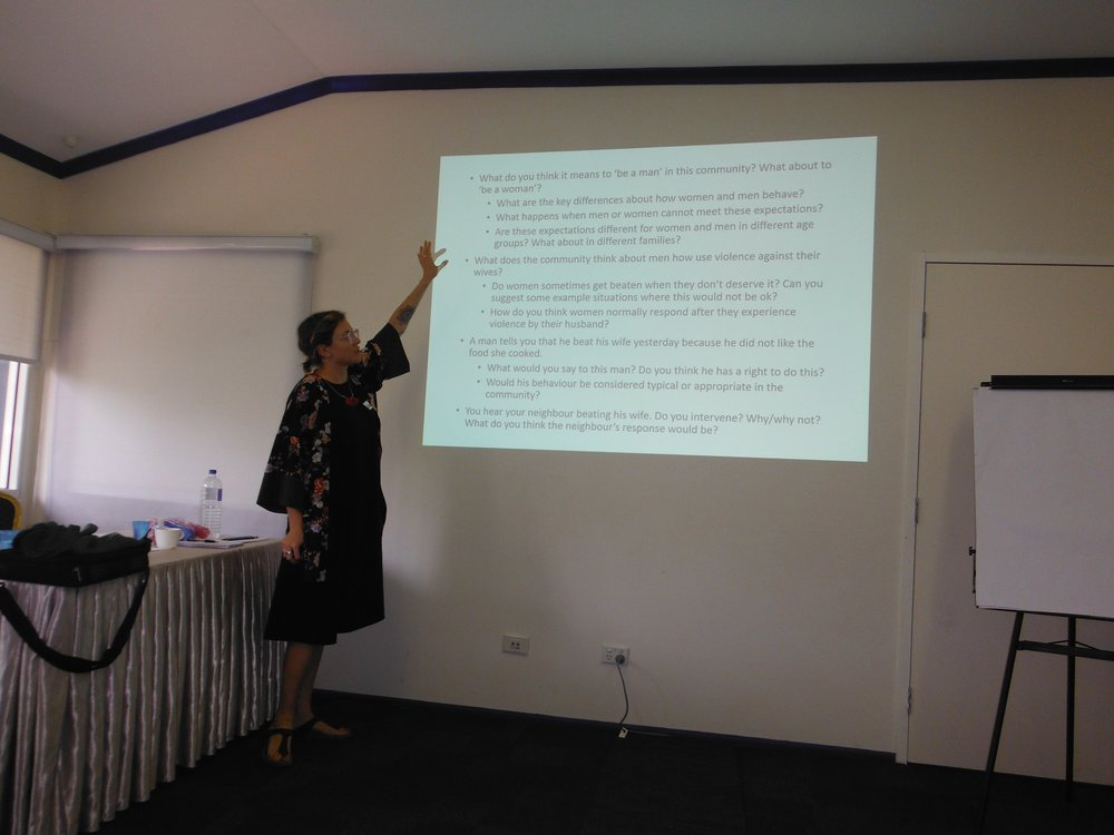 Sarah McCook presenting questions to assist in identifying the harmful social norms that drive violence at the Ending Violence Against Women and Girls in Solomon Islands: Advocacy and Campaigning Workshop in Honiara.