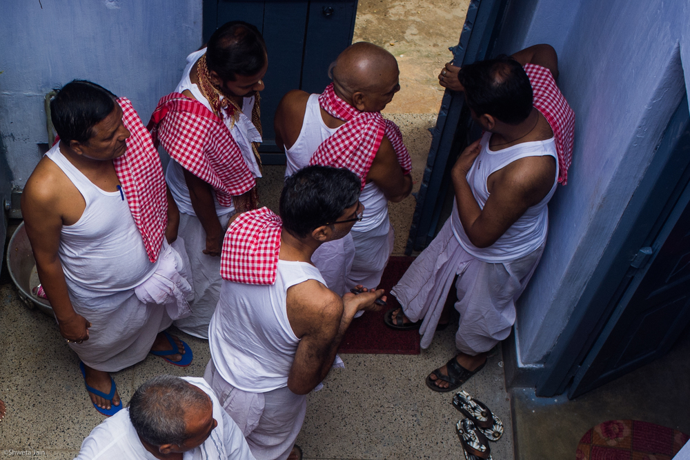 The males of the family offer 'Pind Daan' in a traditional Indian dress called Dhoti. Gaya, Bihar, India. 2015