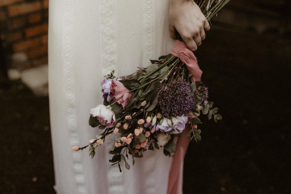 alt_thenortherngirlphotography_liverpool_couples_weddingphotographer_photographer_wedding_boda_fotografodebodas_fotografobodasbarcelona_bodaindie_bodasconestilo_antique-31.jpg