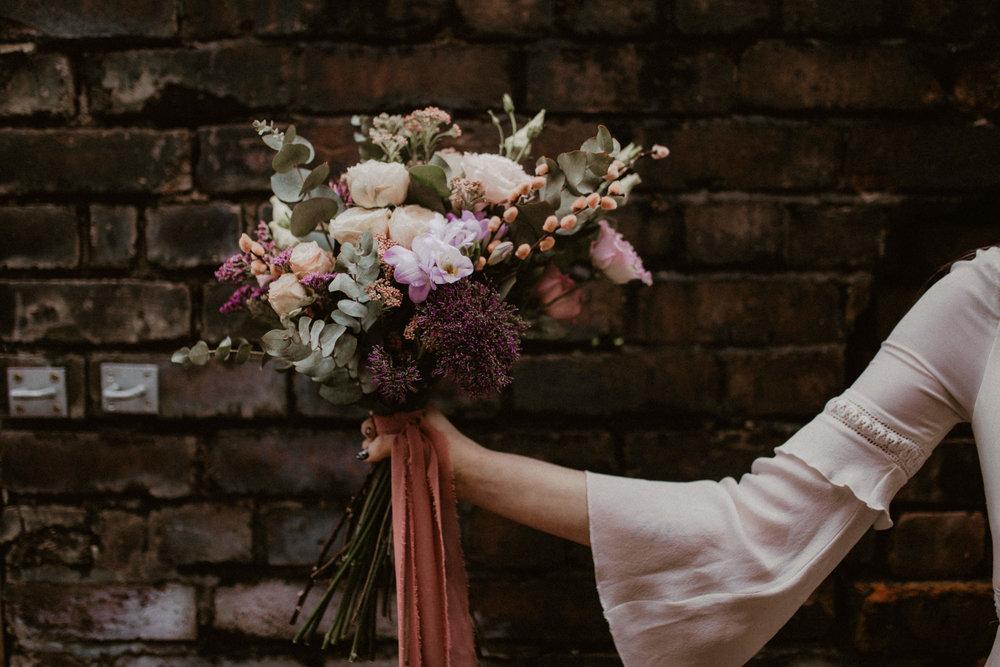 alt_thenortherngirlphotography_liverpool_couples_weddingphotographer_photographer_wedding_boda_fotografodebodas_fotografobodasbarcelona_bodaindie_bodasconestilo_antique-50.jpg