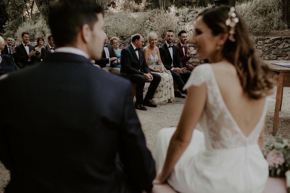 alt_thenortherngirlphotography_couples_weddingphotographer_photographer_wedding_boda_fotografodebodas_fotografobodasbarcelona_bodaindie_bodasconestilo_bodaensantperedeclara_jennifermiguel-317.jpg