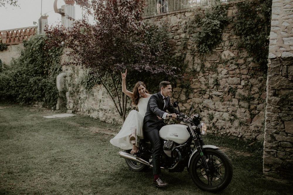 alt_thenortherngirlphotography_couples_weddingphotographer_photographer_wedding_boda_fotografodebodas_fotografobodasbarcelona_bodaindie_bodasconestilo_bodaensantperedeclara_jennifermiguel-596.jpg