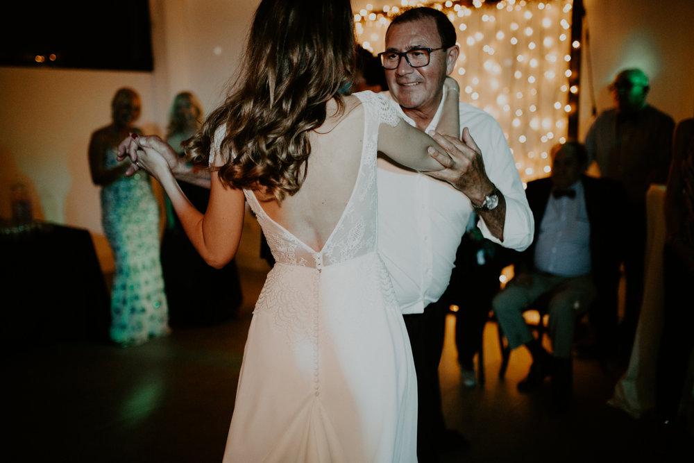 alt_thenortherngirlphotography_couples_weddingphotographer_photographer_wedding_boda_fotografodebodas_fotografobodasbarcelona_bodaindie_bodasconestilo_bodaensantperedeclara_jennifermiguel-976.jpg