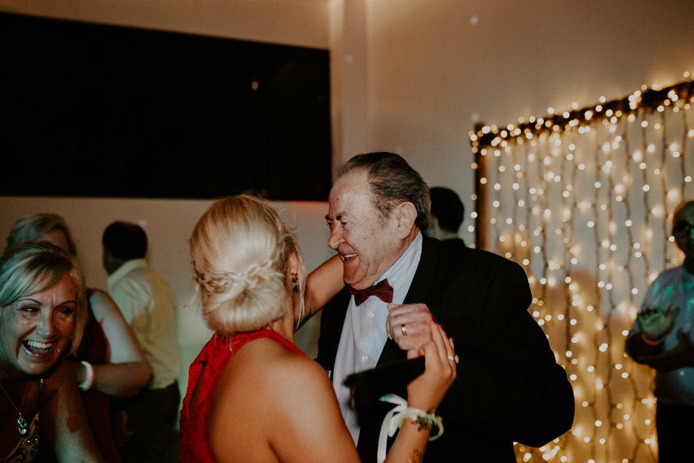 alt_thenortherngirlphotography_couples_weddingphotographer_photographer_wedding_boda_fotografodebodas_fotografobodasbarcelona_bodaindie_bodasconestilo_bodaensantperedeclara_jennifermiguel-1119.jpg
