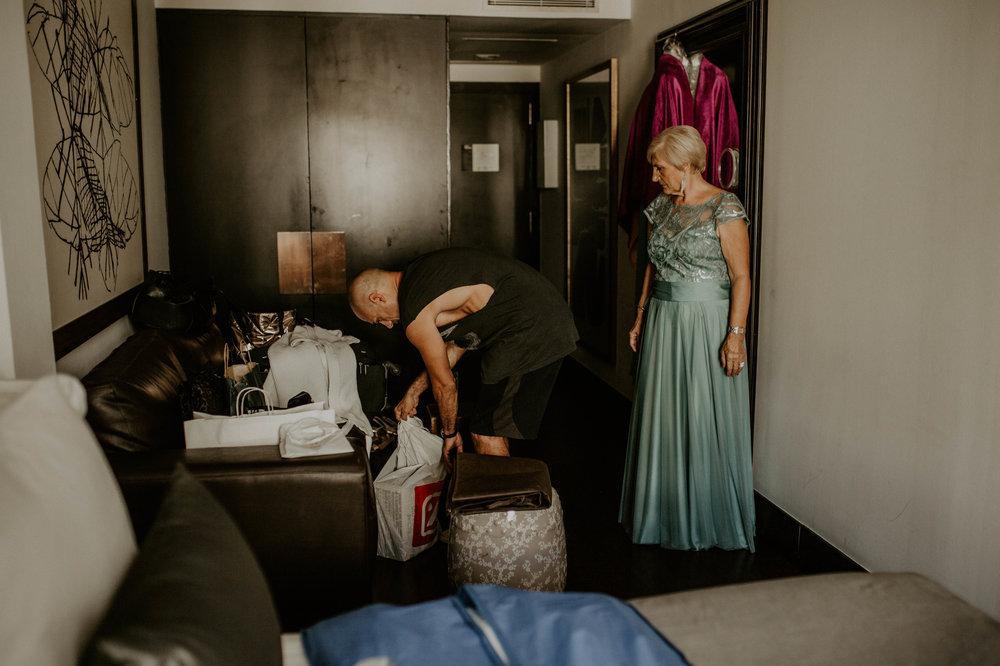 thenortherngirlphotography_bodasindustriales_bodasdiferentes_weddingphotographer_spanishphotographer_spanisgweddingphotographer_happyendings_mercantic_elsiglomercantic_antichrist_love_neon_weddingtattoo_CYNTHIAMANOLO-37.jpg