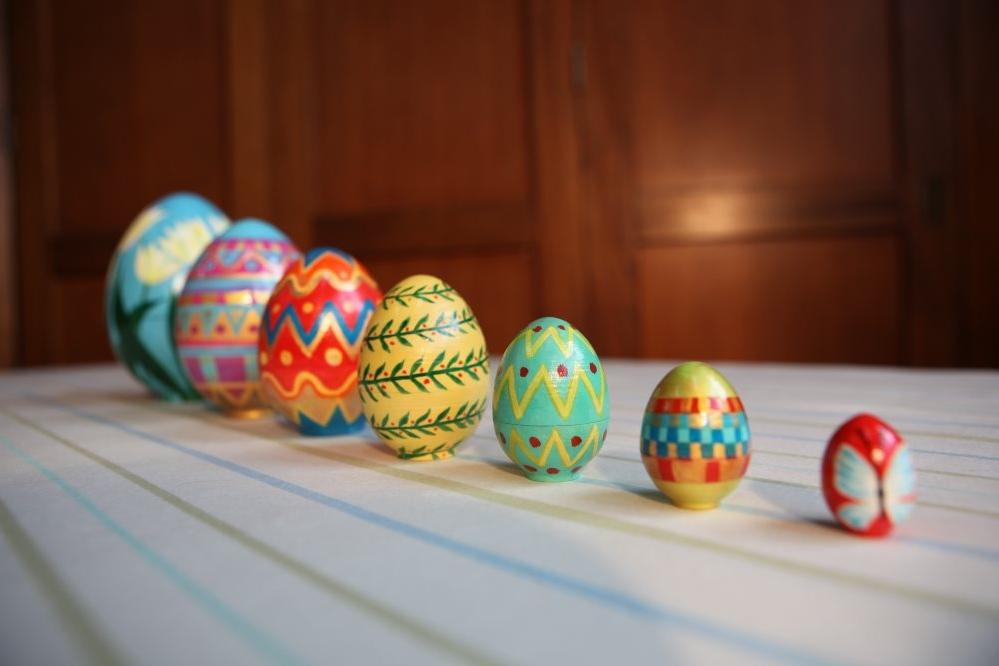 Hand Painted Nesting Eggs