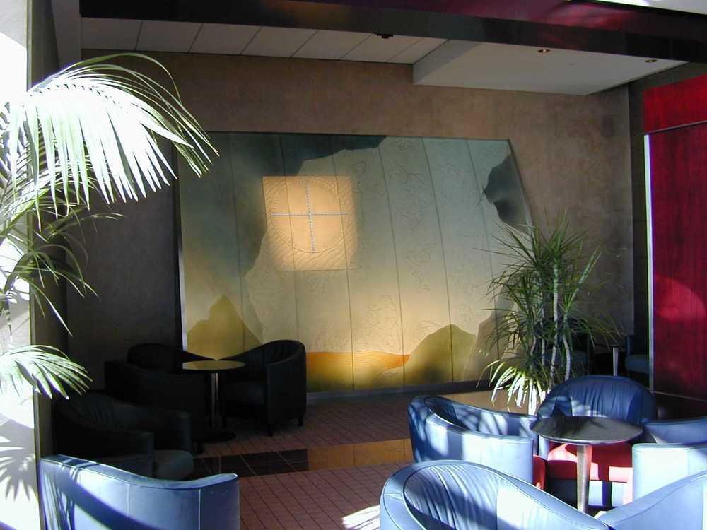 Maple Leaf Lounge Interior 4.jpg