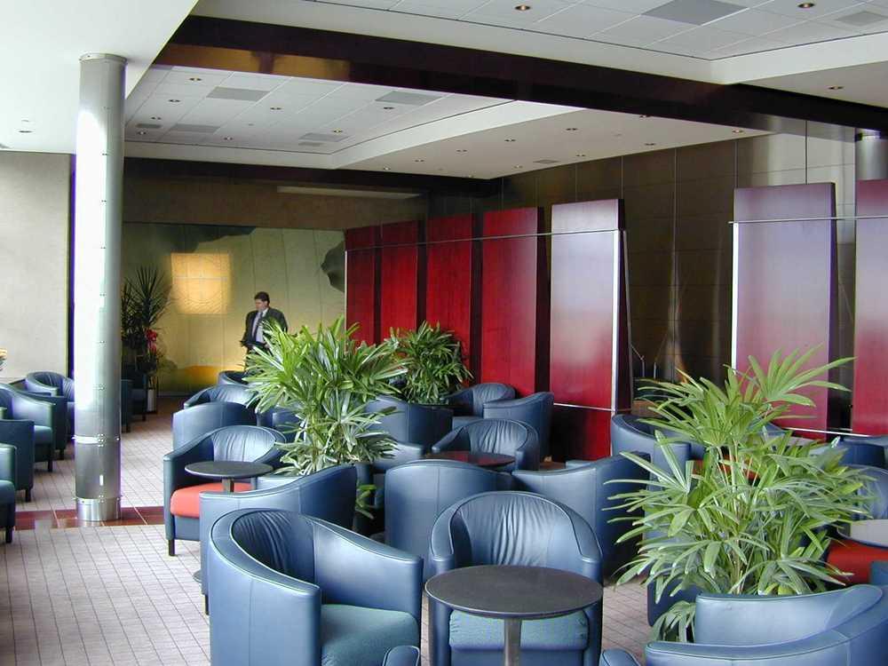 Maple Leaf Lounge Interior 5.jpg