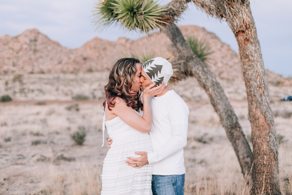 KaraNixonWeddings-JoshuaTree-Maternity-7.jpg