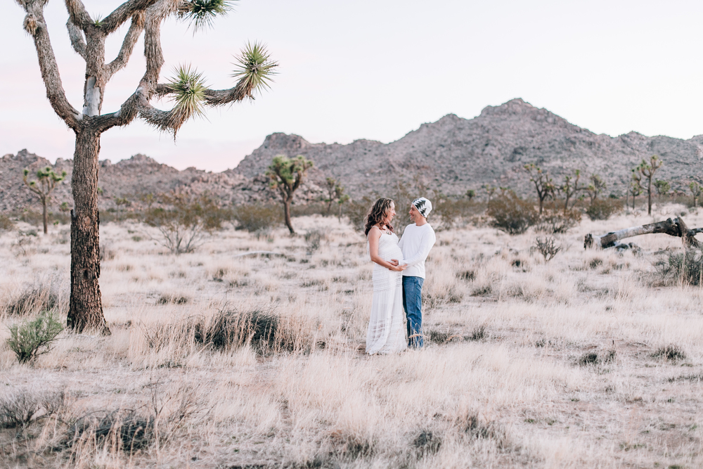 KaraNixonWeddings-JoshuaTree-Maternity-9.jpg