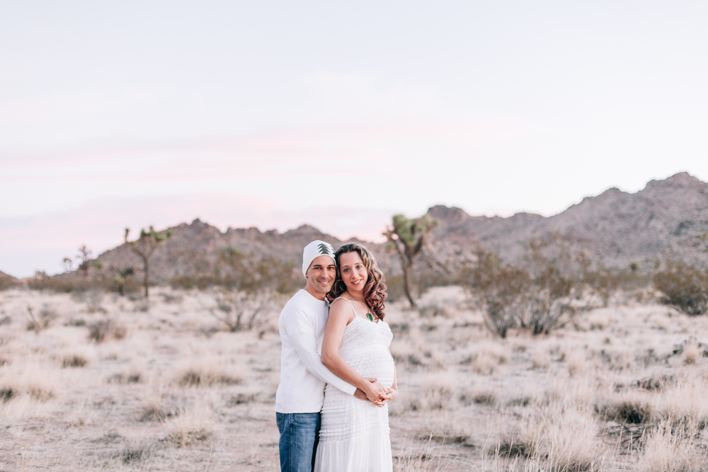 KaraNixonWeddings-JoshuaTree-Maternity-11.jpg