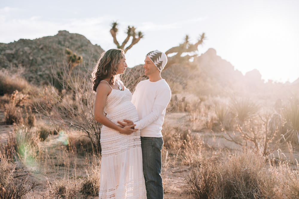 KaraNixonWeddings-JoshuaTree-Maternity-34.jpg