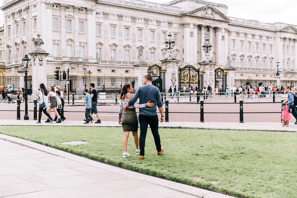 KaraNixonWeddings-London-BuckinghamPalace-Engagement-5.jpg